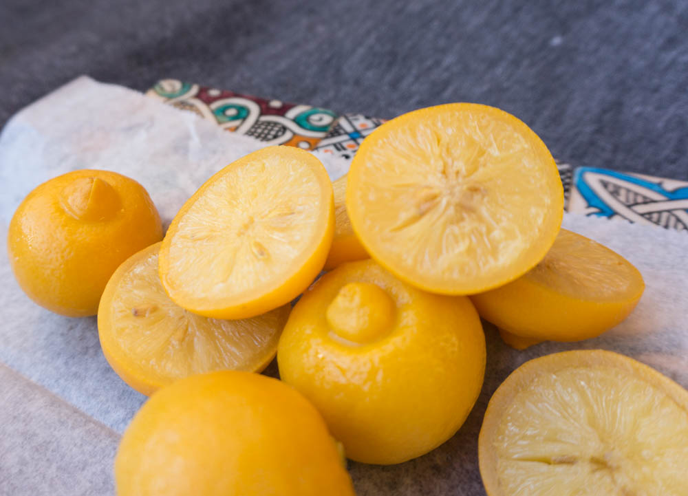 Citronhalvor av inlagda citroner
